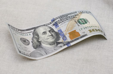 Курс доллара: американская валюта растет