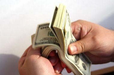 Курс доллара вырос на 10 копеек