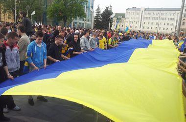 1 тыс человек участвовала в параде вышиванок в Днепропетровске