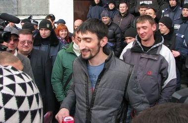 """Адвокат заявил, что """"Топаза"""" освободили в рамках обмена заложниками"""