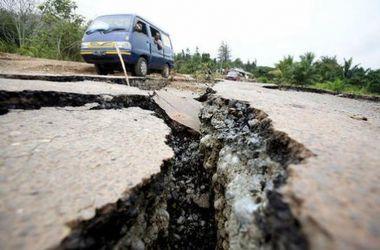 Сильное землетрясение произошло в Индонезии