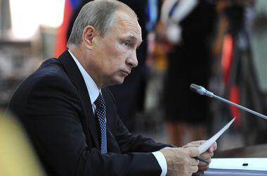 Путин провел оперативное заседание Совбеза РФ по Донбассу