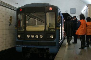 """Подробности ЧП в киевском метро: супруги бросились под поезд из-за войны и """"доброжелателей"""""""