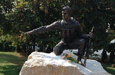 На столичной Оболони появился памятник погибшим воинам