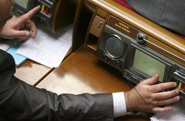 Рада с третьей попытки приняла закон о люстрации