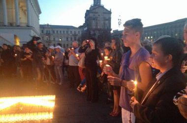 На Майдане зажгли свечи в память о погибших журналистах