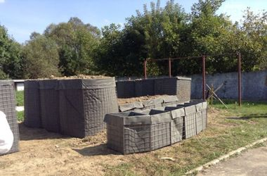 Во Львове построили переносные блокпосты для бойцов АТО