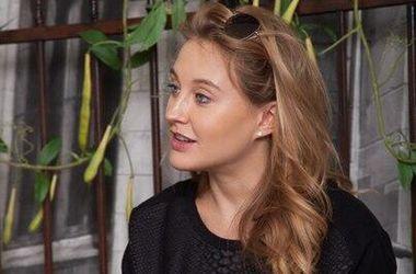Ева Бушмина со скандалом прервала интервью с Василисой Фроловой