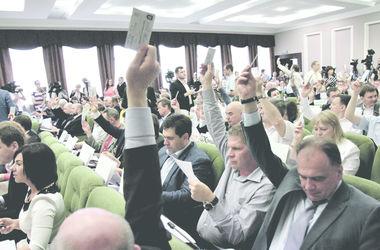 Киеврада начала заседание на полтора часа позже: у депутатов на входе искали взрывчатку