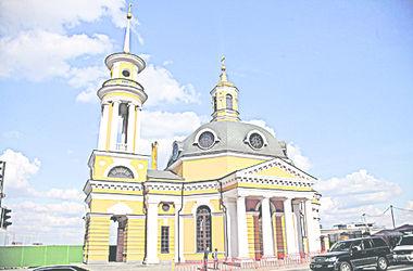 Прогулка по Подолу: древняя церковь, обиженный Гоголь и переименования Контрактовой площади