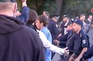 В Харькове люди в балаклавах разогнали митинг (Осторожно! Ненормативная лексика)