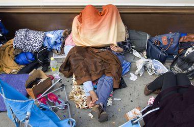 Желающие купить iPhone 6 разбивают палатки и выстраиваются в огромные очереди