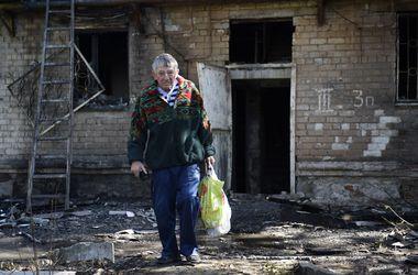 Неспокойная ночь в Донецке: разрушенный дом и смерть мирного жителя