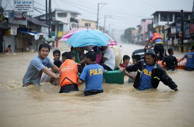 Столица Филиппин погрузилась в воду