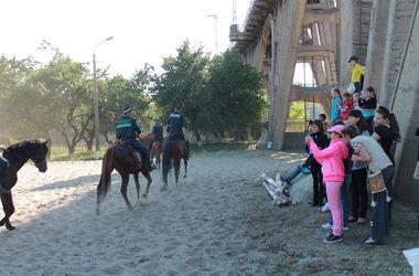 В Днепропетровске детей из зоны АТО повели в зоопарк
