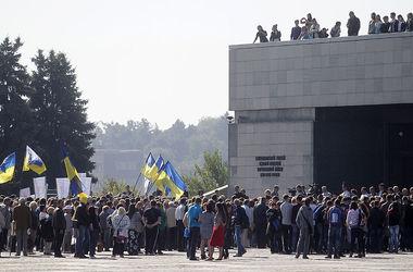 В Киеве возле музея ВОВ прошел митинг в честь мира