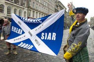 Глава правительства Шотландии подал в отставку после поражения на референдуме