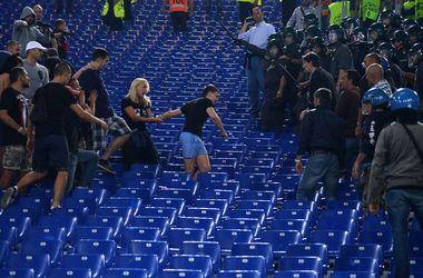Устроившим драку на матче Лиги чемпионов российским фанам на пять лет запретили въезд в Европу