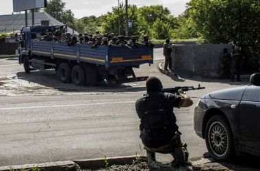 C утра  в  Донецке слышны одиночные залпы из крупнокалиберного оружия – горсовет