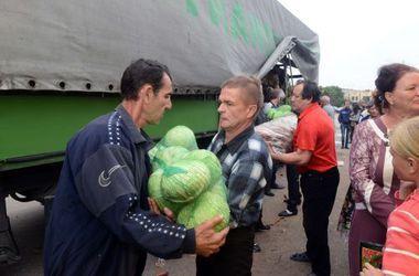 """Вчера """"Красный крест"""" доставил в Луганск 60 тонн продовольствия"""