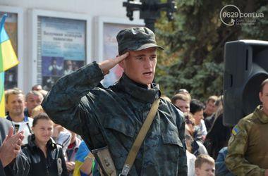 В Мариуполе наградили военных, отразивших агрессию России