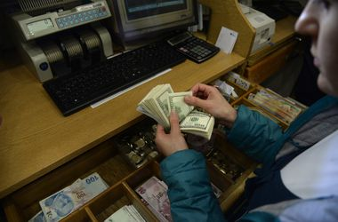 Курс доллара в обменниках подскочил до 15 грн