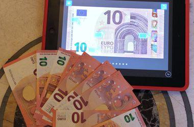 """Новая купюра 10 евро """"умеет"""" менять цвет"""