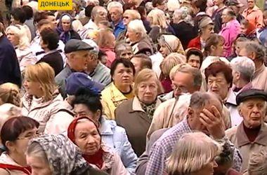 Получение пенсий в Донецке: очереди за карточками и проблемы с получением наличных