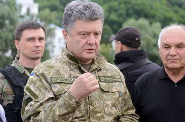 Порошенко приказал отправить военкомов в зону АТО