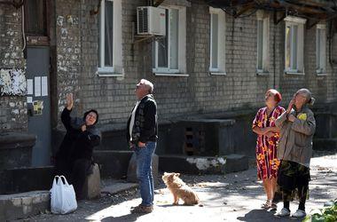 """Житель Донецка о жуткой ночной стрельбе: """"Бежать было некуда, мы с семьей сели на пол в коридоре"""""""