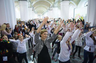 Марина Порошенко станцевала с детьми