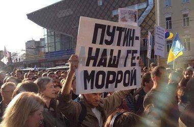 Россиян, выступающих против войны в Украине, преследуют и запугивают