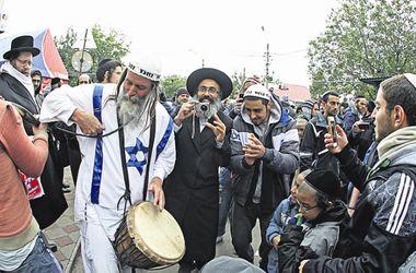 Хасиды в Умани: свист на синагоге, шапки-ушанки и толпа менял