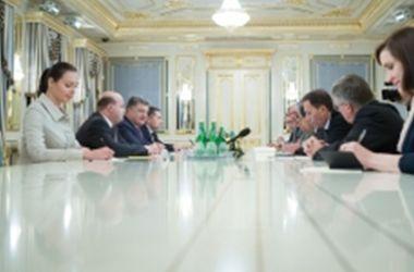 Порошенко поблагодарил послов стран ЕС и G7 за поддержку Украины