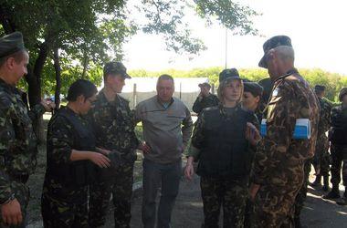 Харьковские волонтеры передали военным врачам 25 бронежилетов