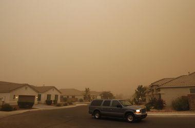 В Аризоне сильная буря оставила без электричества почти 50 тыс. домов