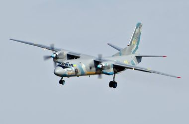 На фестивале авиации в небо поднялся восстановленный волонтерами для сил АТО Ан-26