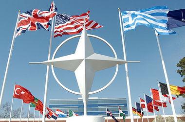НАТО наращивает военное присутствие у границ с Россией