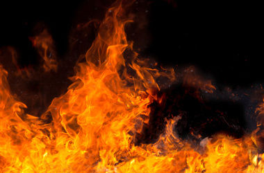 В Черкасской области пожарники  спасли семью с младенцем