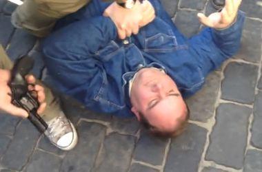 Мужчина устроил стрельбу у памятника Ленину в Харькове