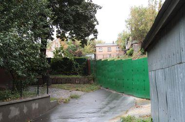 Строительный скандал в Киеве: застройщику придется отдать 170 тысяч гривен за вырубленные деревья
