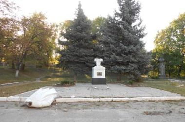 В Харьковской области повалили еще одного Ленина