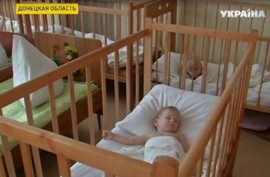 В этом году украинцы, решившие усыновить детей, отдают предпочтение малышам с Донбасса