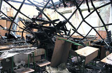 Начало учебного года на Донбассе под угрозой срыва: разрушены сотни школ