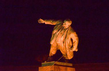 Кернес просит прокурора проверить законность сноса памятника Ленину
