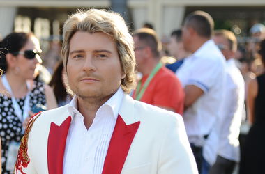 Николай Басков для нового клипа одолжил девушку у Энрике Игласиаса