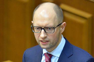 Яценюк призвал украинцев идти за субсидиями ЖКХ