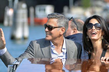 Джордж Клуни и Амаль Аламуддин продали на аукционе свадебные фотографии