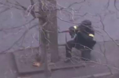 """На видео расстрела майдановцев узнали одного из """"беркутовцев"""""""