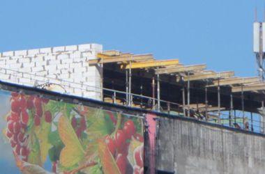 На крыше Дома профсоюзов в Киеве появилась надстройка